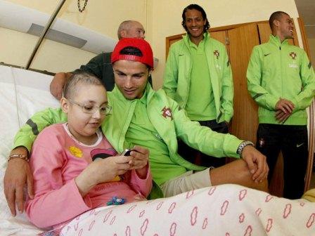 Cristiano Ronaldo visita al Instituto de Oncologia en Oporto