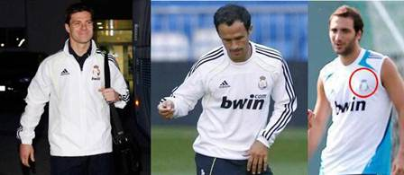 jugadores del real madrid con el escudo tapado