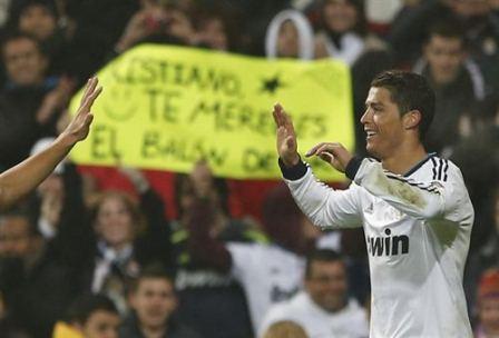 Cristiano Ronaldo apoyado por la afición