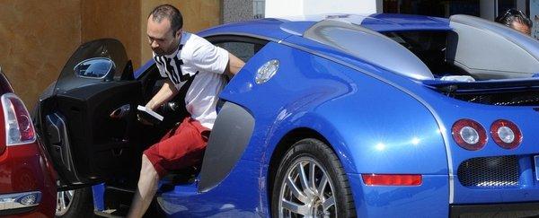 iniesta prueba un bugatti veyron cristiano ronaldo cr7. Black Bedroom Furniture Sets. Home Design Ideas