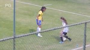 Jugadora argentina y su lujito frente a brasileña en la Copa América