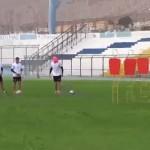 Rengo Díaz mete goles de tiro libre con los ojos vendados