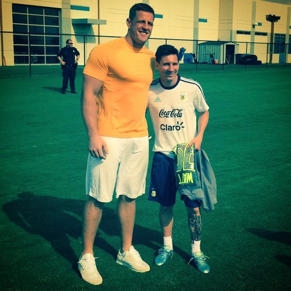 JJ Watt presume foto con Messi en Houston